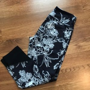 Yogo Navy-White Floral Cropped Athletic Pants (S)